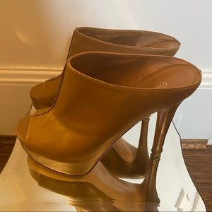 Gianvito Rossi Leather Platform Heels Size 7